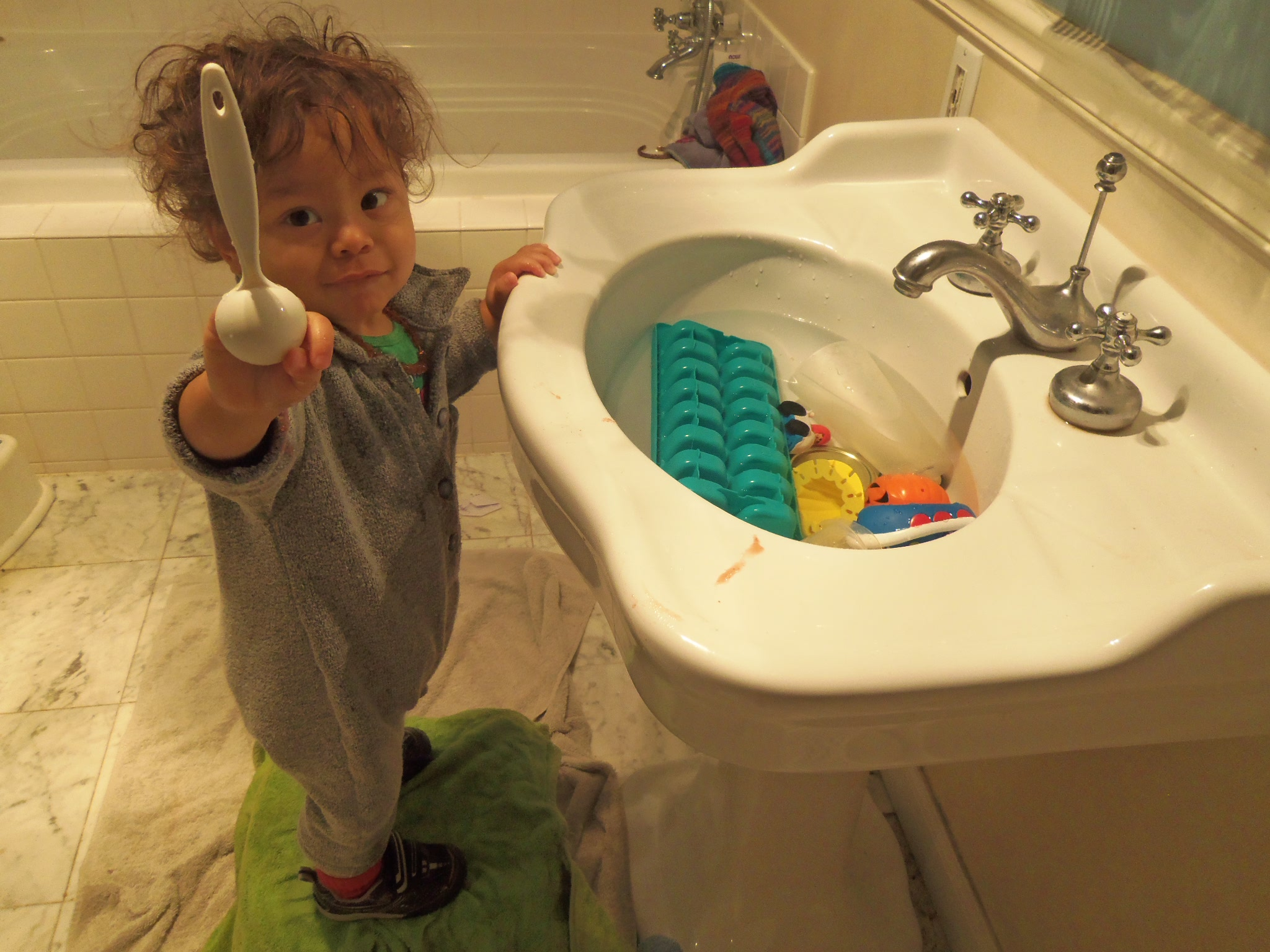 How to give your toddler water play in the winter months ...